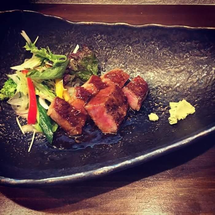 家紋さんの「伊予牛絹の味」のイチボステーキ