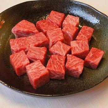 伊予牛絹の味 炭火ステーキ串